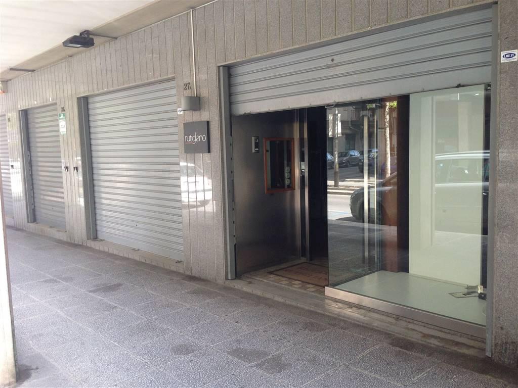 Immobile Commerciale in affitto a Andria, 1 locali, zona Località: CENTRO, prezzo € 1.100 | CambioCasa.it