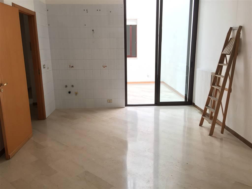Appartamento in affitto a Andria, 3 locali, zona Località: SEMICENTRO, prezzo € 300   CambioCasa.it