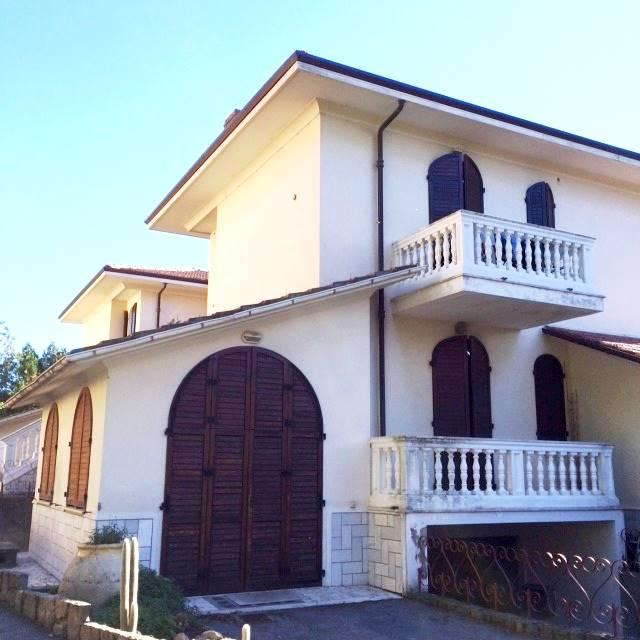 Soluzione Indipendente in vendita a Bordighera, 5 locali, zona Località: CENTRO MARE, prezzo € 475.000 | Cambio Casa.it