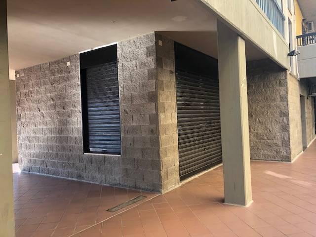 Attività commerciale Bilocale in Affitto a Modugno