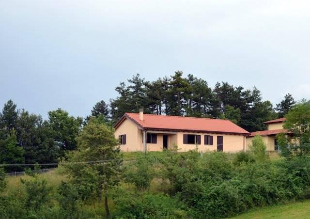 Villa in vendita a Porretta Terme, 10 locali, zona Zona: Capugnano, prezzo € 400.000 | Cambio Casa.it