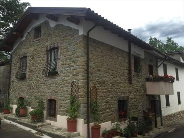Rustico / Casale in vendita a Castiglione dei Pepoli, 3 locali, zona Zona: Baragazza, Trattative riservate | Cambio Casa.it