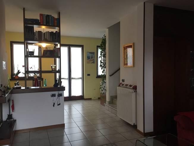 Soluzione Indipendente in affitto a Castiglione dei Pepoli, 5 locali, Trattative riservate | CambioCasa.it