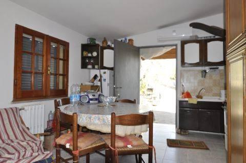 Villa in vendita a Pisoniano, 3 locali, prezzo € 79.000 | CambioCasa.it