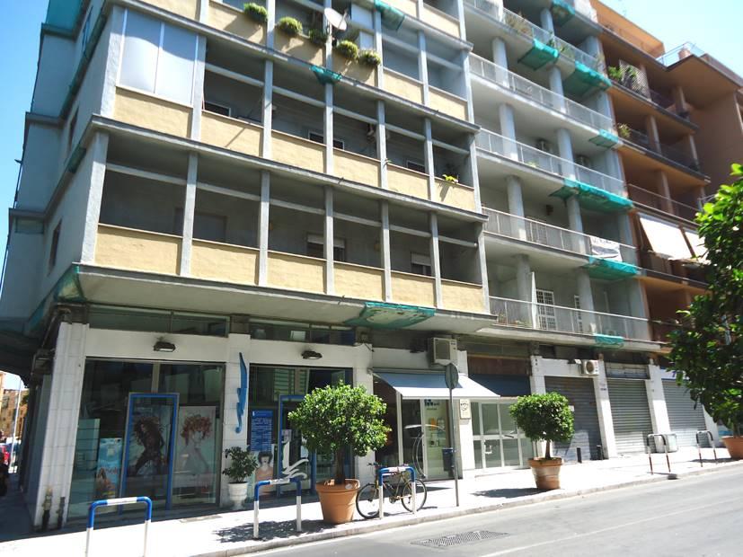 negozio  in Affitto a Bari