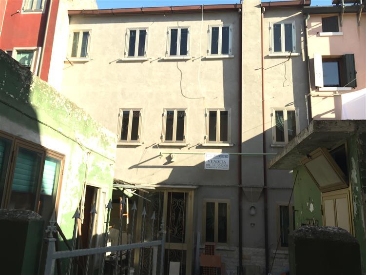 Soluzione Indipendente in vendita a Chioggia, 5 locali, zona Zona: Sottomarina, prezzo € 120.000 | Cambio Casa.it