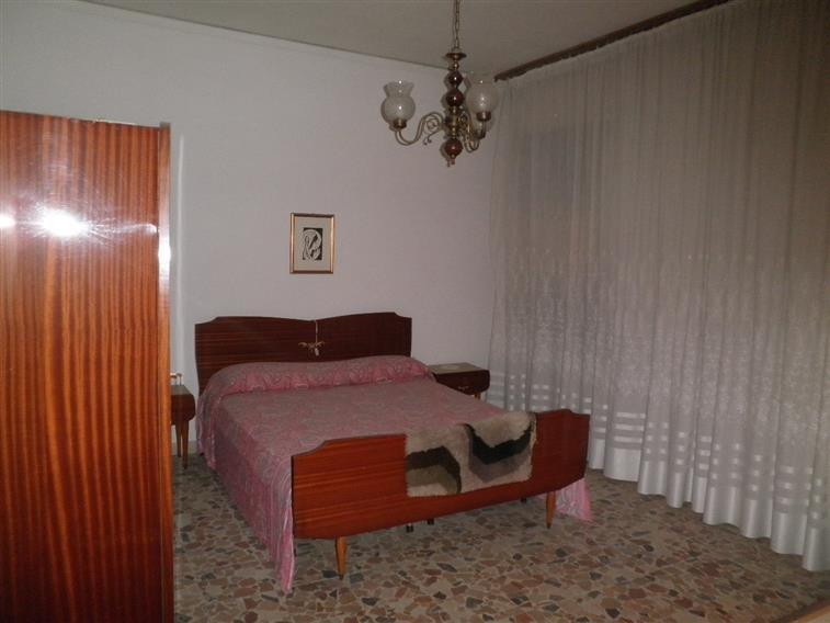 Soluzione Indipendente in vendita a Chioggia, 7 locali, zona Zona: Sottomarina, prezzo € 150.000 | Cambio Casa.it
