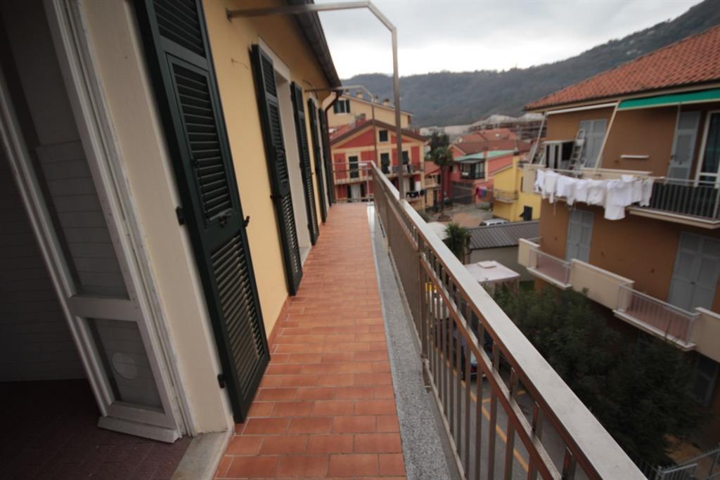 Appartamento in vendita a Carasco, 6 locali, zona Località: CENTRO, prezzo € 145.000 | CambioCasa.it