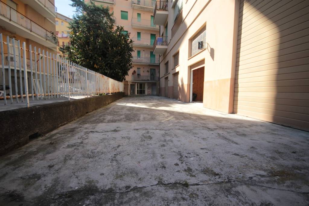 Laboratorio in affitto a Chiavari, 4 locali, prezzo € 1.200 | Cambio Casa.it