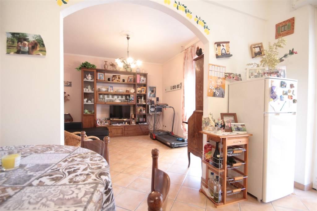 Appartamento in vendita a Mezzanego, 5 locali, prezzo € 120.000 | CambioCasa.it