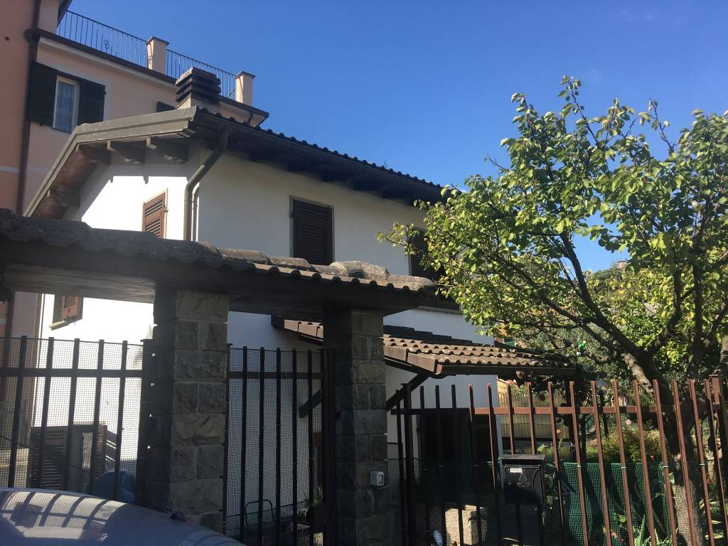 Soluzione Indipendente in affitto a Chiavari, 3 locali, zona Località: CAPERANA, prezzo € 500 | CambioCasa.it