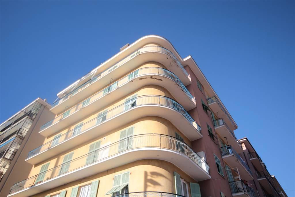 Appartamento in affitto a Chiavari, 4 locali, zona Località: CAMPO SPORTIVO, prezzo € 600 | CambioCasa.it