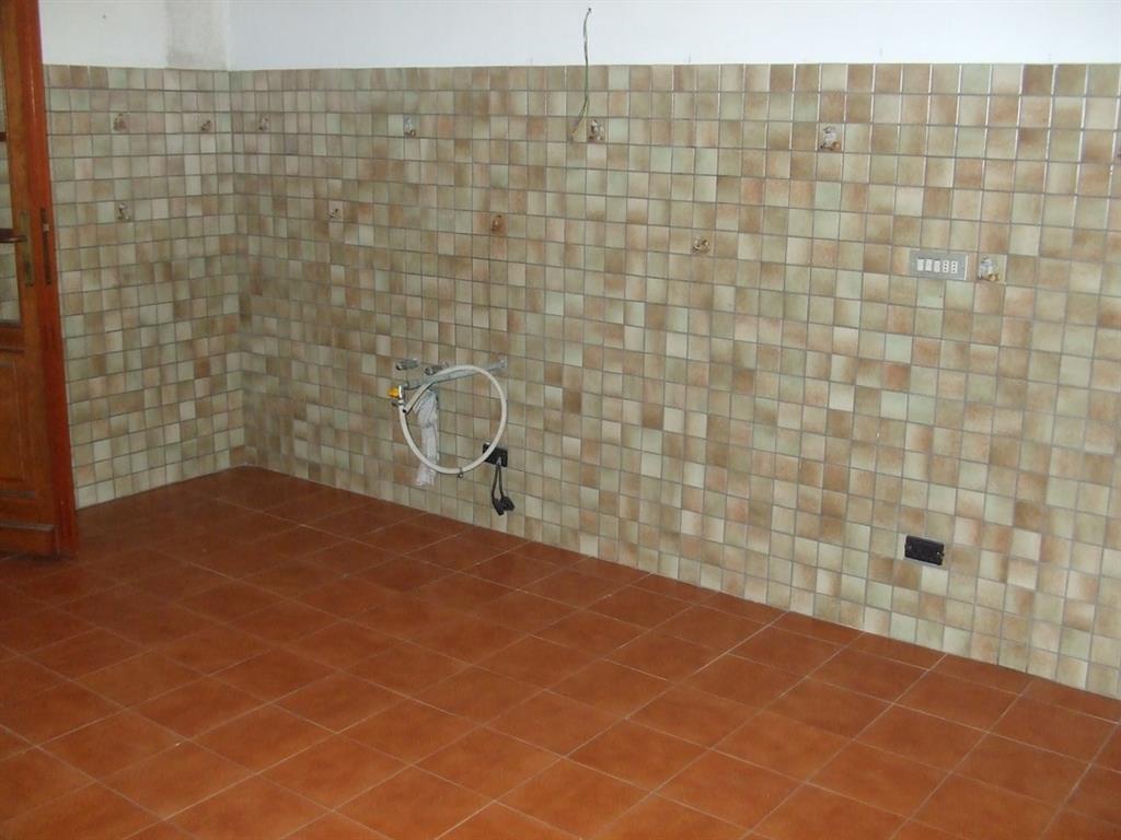Soluzione Indipendente in vendita a Lamporecchio, 9 locali, prezzo € 160.000 | Cambio Casa.it