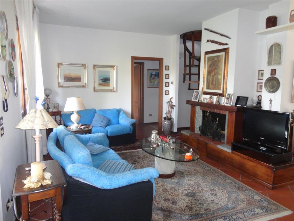 Soluzione Indipendente in vendita a Pieve a Nievole, 8 locali, zona Località: VERGAIOLO, prezzo € 450.000 | Cambio Casa.it