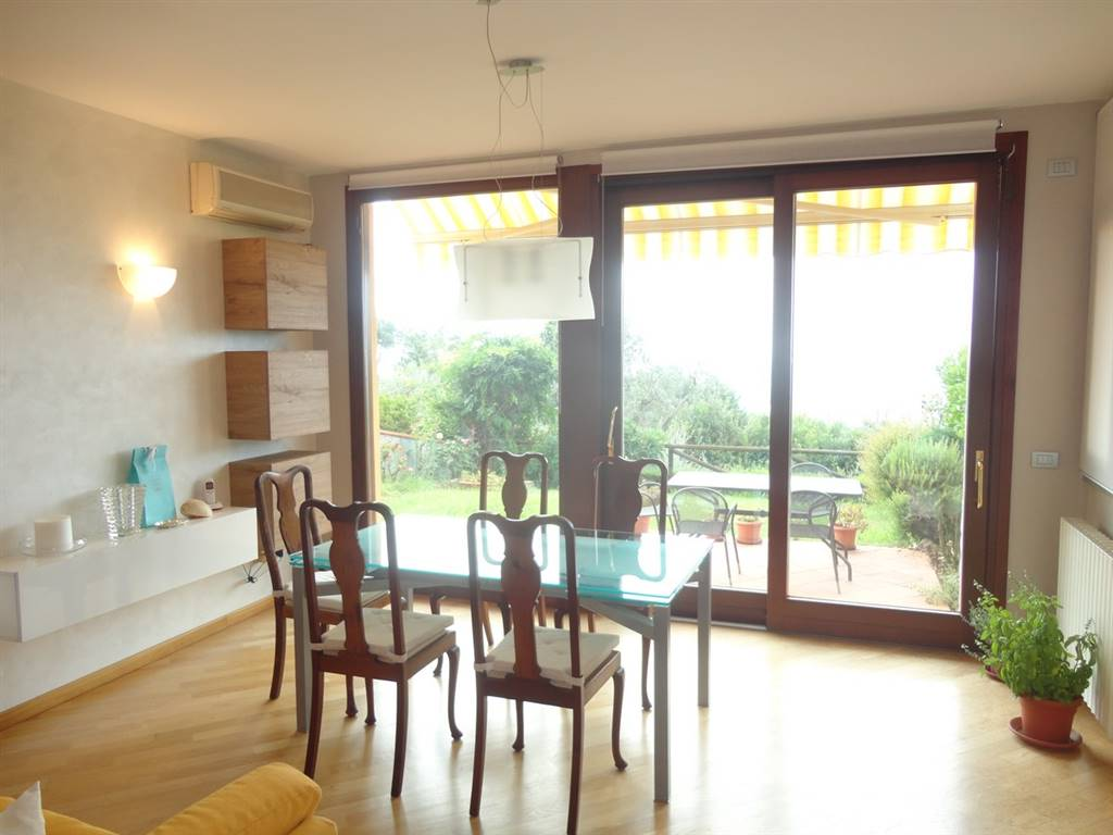 Soluzione Indipendente in vendita a Montecatini-Terme, 5 locali, prezzo € 290.000   Cambio Casa.it