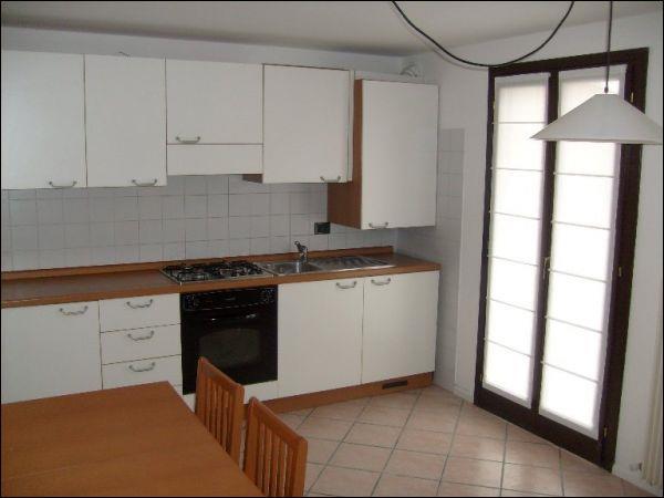 Appartamento in affitto a Udine, 3 locali, zona Zona: Centro storico, prezzo € 410 | Cambio Casa.it