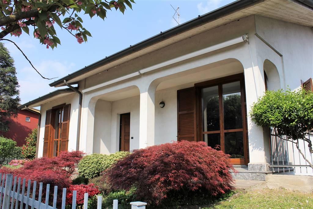Villa in vendita a Pessano con Bornago, 6 locali, Trattative riservate | CambioCasa.it