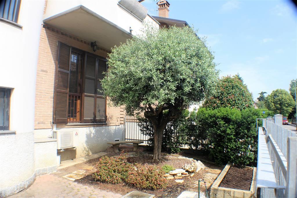 Villa in vendita a Pessano con Bornago, 6 locali, prezzo € 290.000 | CambioCasa.it