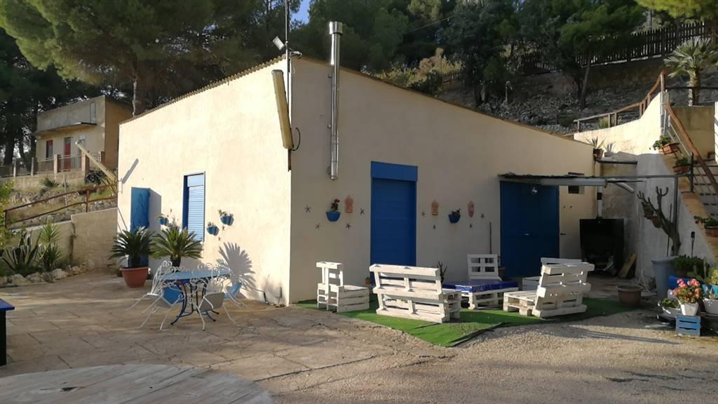 Villa-Villetta  in Vendita a San Cataldo