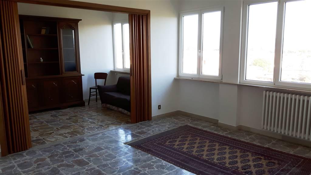 Appartamento in affitto a Cecina, 5 locali, prezzo € 600 | Cambio Casa.it