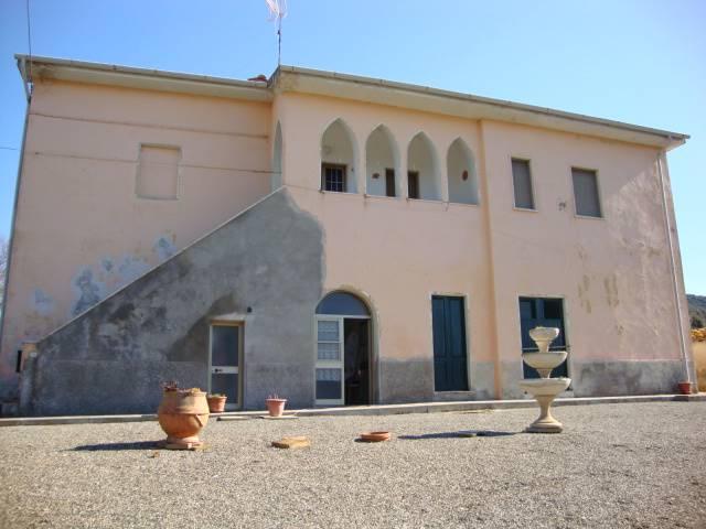 Rustico / Casale in vendita a Montecatini Val di Cecina, 8 locali, Trattative riservate | Cambio Casa.it