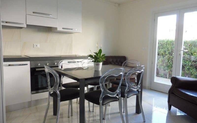Soluzione Indipendente in affitto a Cecina, 2 locali, zona Zona: Cecina Mare, prezzo € 500 | CambioCasa.it
