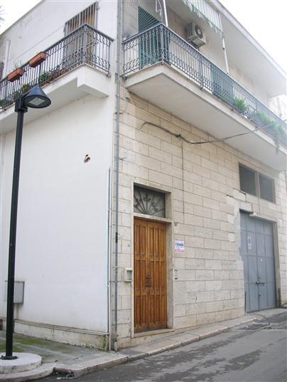Soluzione Indipendente in vendita a Canosa di Puglia, 4 locali, prezzo € 220.000 | Cambio Casa.it