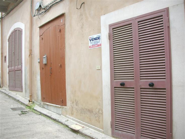Soluzione Indipendente in vendita a Canosa di Puglia, 2 locali, prezzo € 48.000 | Cambio Casa.it