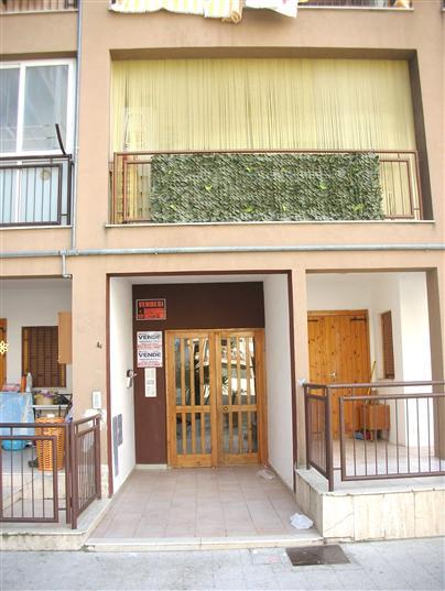 Appartamento in vendita a Canosa di Puglia, 3 locali, prezzo € 70.000 | Cambio Casa.it