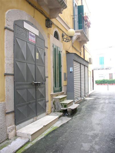 Attività / Licenza in vendita a Canosa di Puglia, 1 locali, prezzo € 50.000 | CambioCasa.it