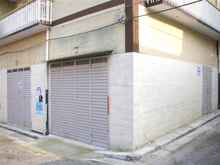Attività / Licenza in vendita a Canosa di Puglia, 3 locali, Trattative riservate | Cambio Casa.it