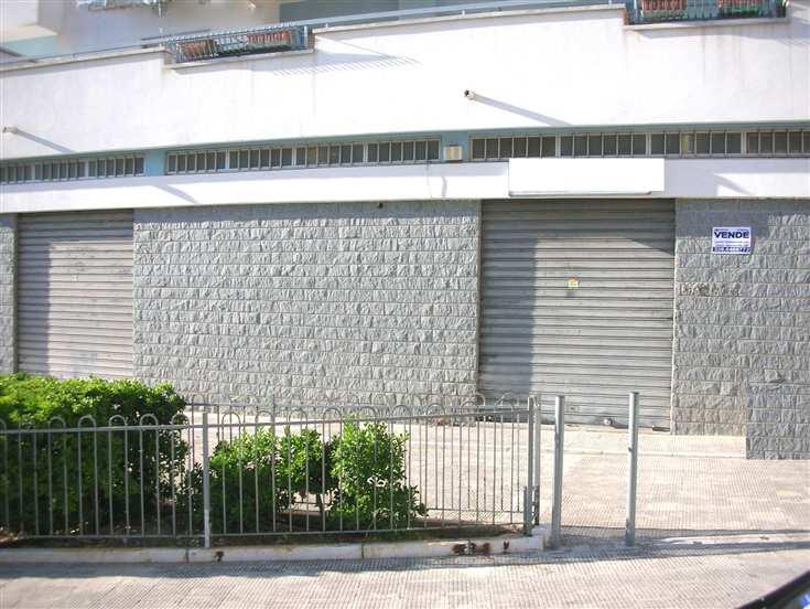 Attività / Licenza in vendita a Canosa di Puglia, 1 locali, prezzo € 150.000 | CambioCasa.it