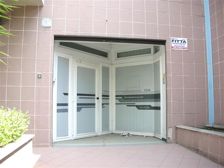 Attività / Licenza in vendita a Canosa di Puglia, 3 locali, prezzo € 1.000 | Cambio Casa.it