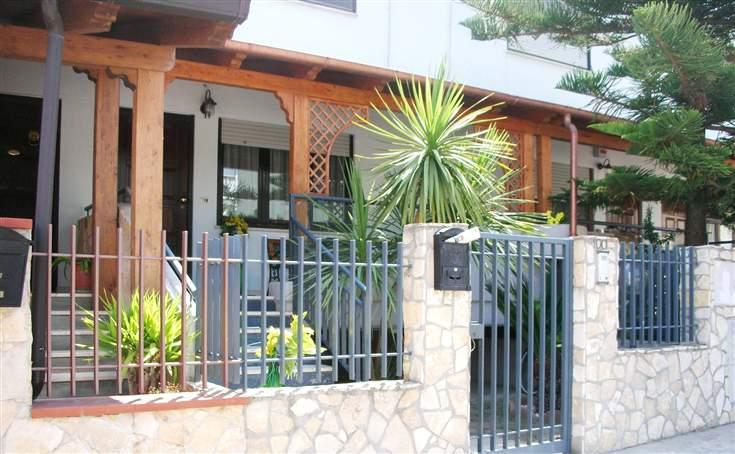 Villa a Schiera in vendita a Canosa di Puglia, 5 locali, prezzo € 260.000 | Cambio Casa.it