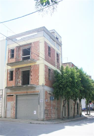 Palazzo / Stabile in vendita a Canosa di Puglia, 4 locali, prezzo € 130.000 | Cambio Casa.it