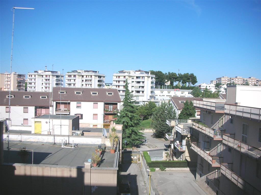 Appartamento in vendita a Canosa di Puglia, 3 locali, prezzo € 80.000 | Cambio Casa.it