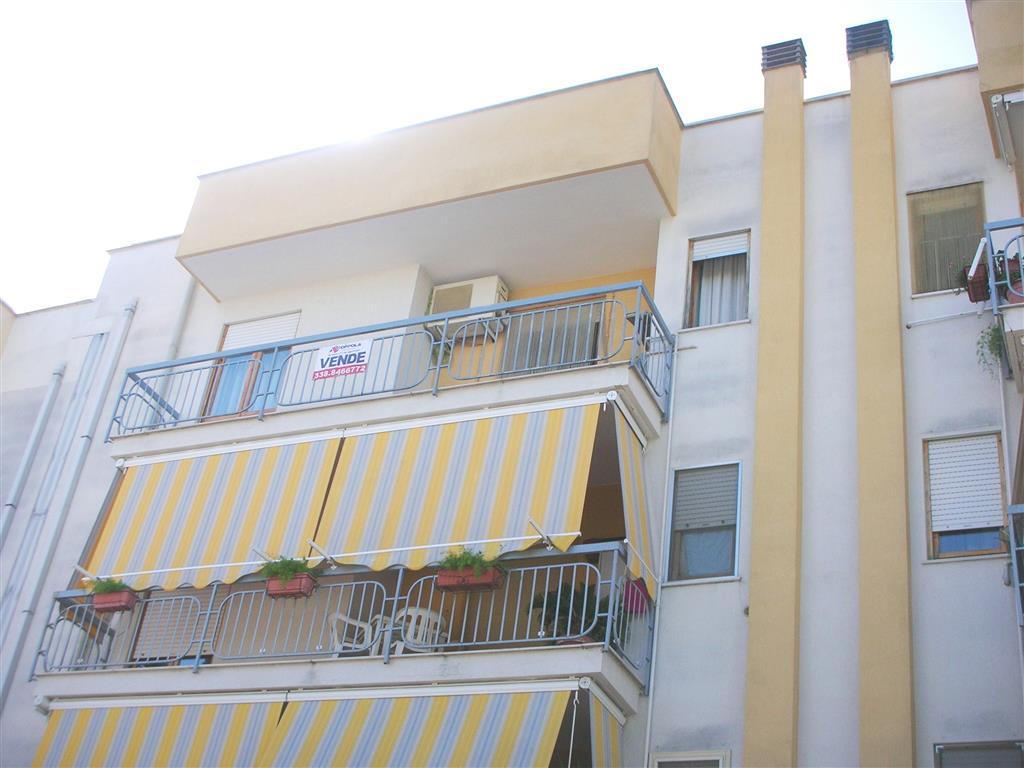 Appartamento in vendita a Canosa di Puglia, 3 locali, prezzo € 115.000 | Cambio Casa.it