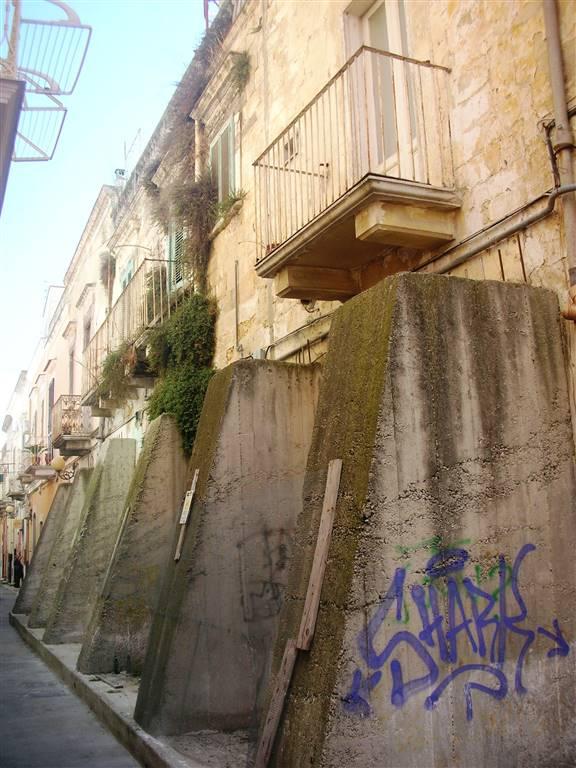 Soluzione Indipendente in vendita a Canosa di Puglia, 11 locali, prezzo € 95.000 | Cambio Casa.it