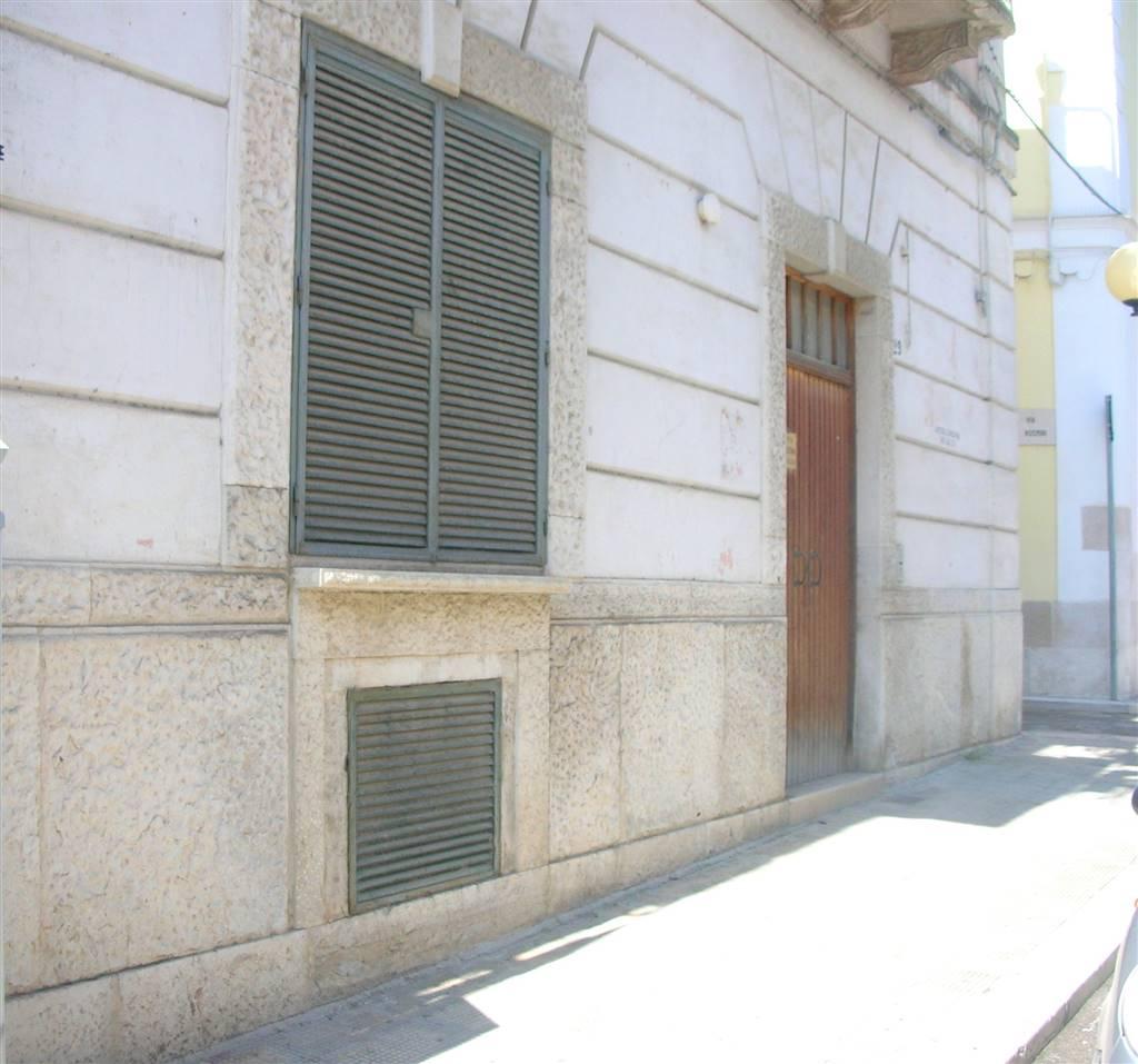 Immobile Commerciale in affitto a Canosa di Puglia, 3 locali, prezzo € 450 | CambioCasa.it