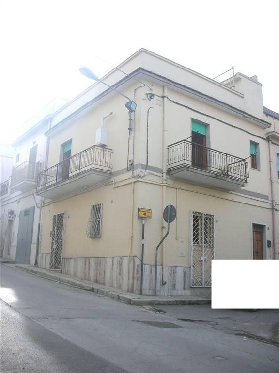 Soluzione Indipendente in vendita a Canosa di Puglia, 4 locali, prezzo € 130.000 | Cambio Casa.it