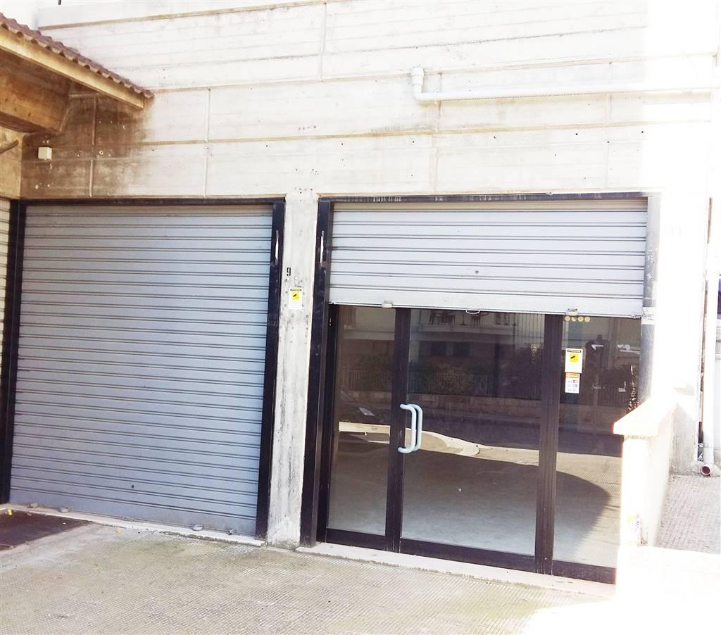 Immobile Commerciale in affitto a Canosa di Puglia, 1 locali, prezzo € 600 | Cambio Casa.it