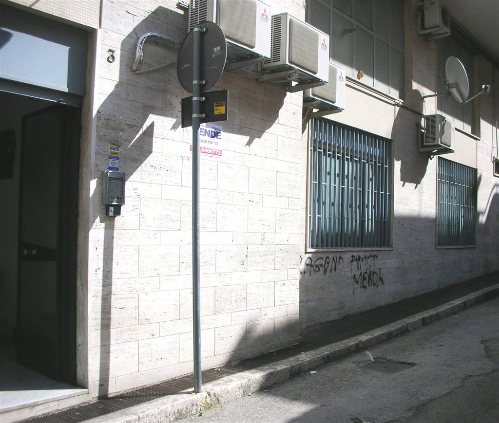 Immobile Commerciale in vendita a Canosa di Puglia, 4 locali, prezzo € 143.000 | CambioCasa.it