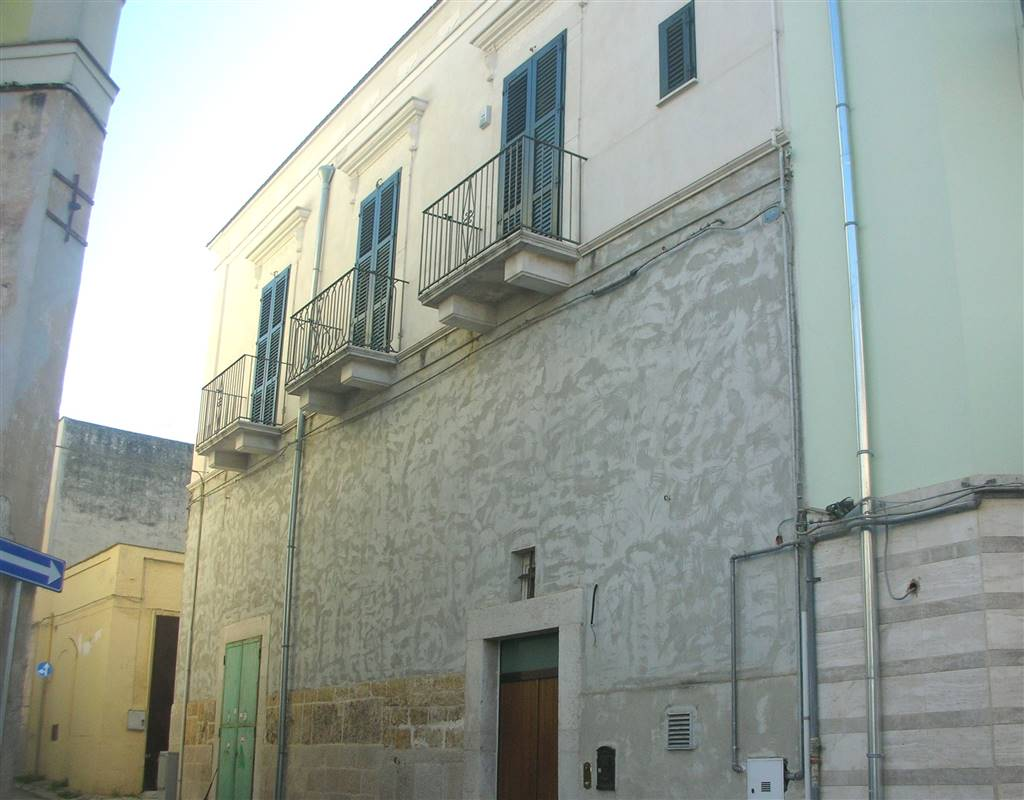 Soluzione Indipendente in vendita a Canosa di Puglia, 6 locali, Trattative riservate   CambioCasa.it