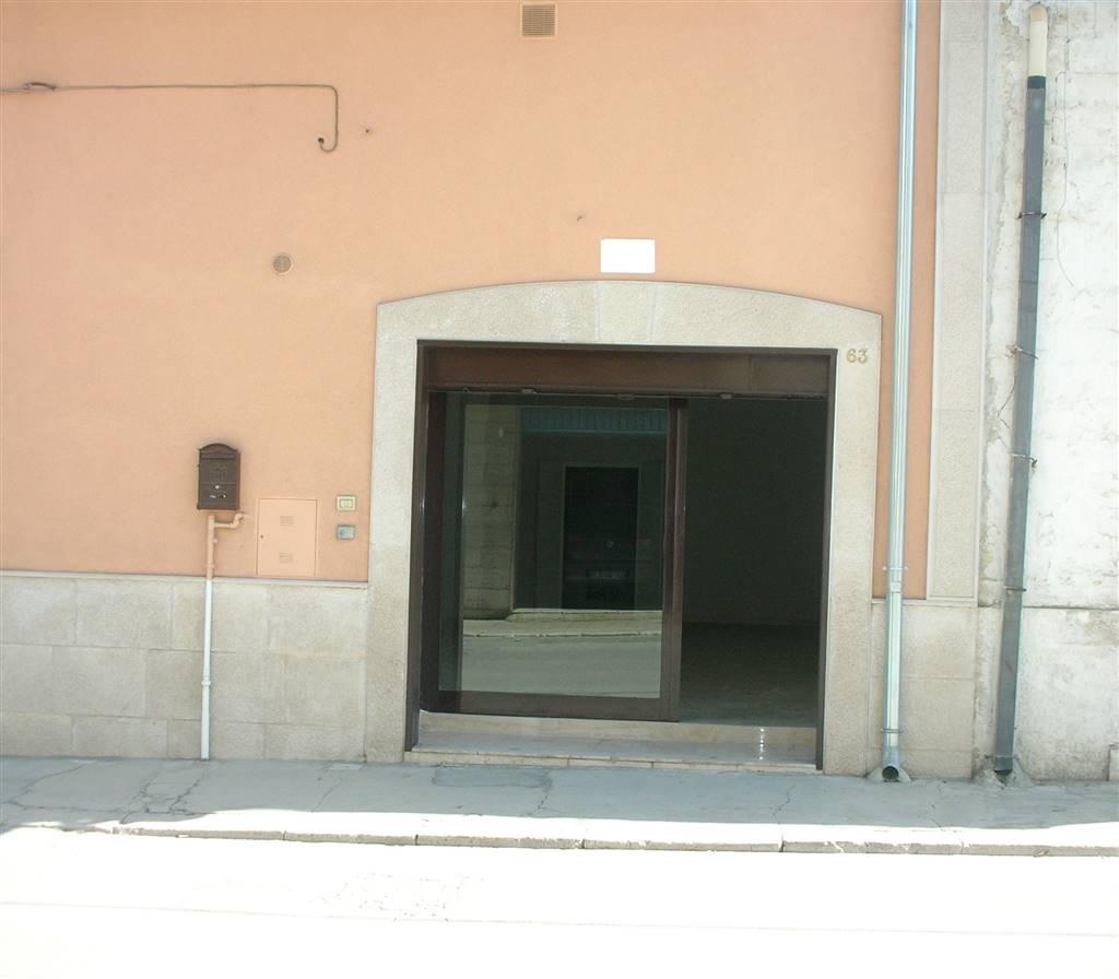 Immobile Commerciale in affitto a Canosa di Puglia, 2 locali, prezzo € 450 | CambioCasa.it