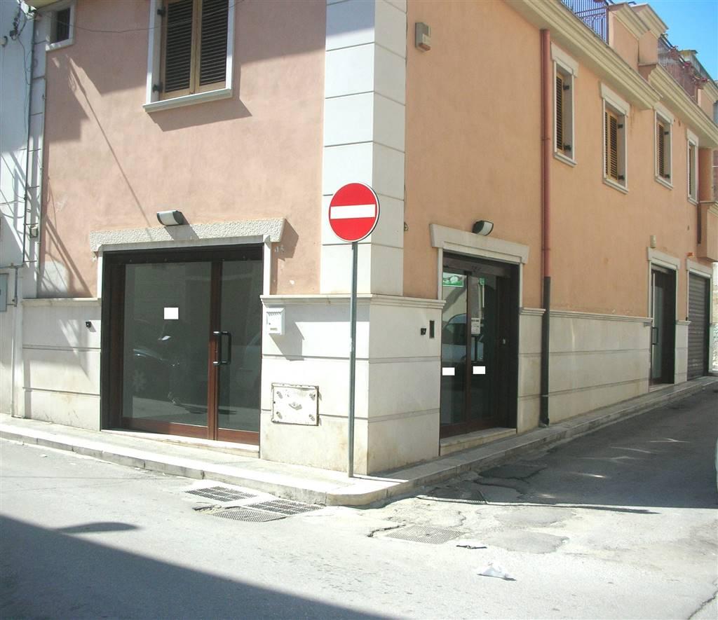 Immobile Commerciale in affitto a Canosa di Puglia, 3 locali, prezzo € 600 | CambioCasa.it