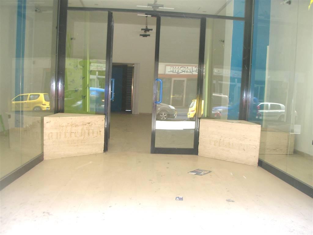 Immobile Commerciale in affitto a Canosa di Puglia, 1 locali, prezzo € 600 | CambioCasa.it