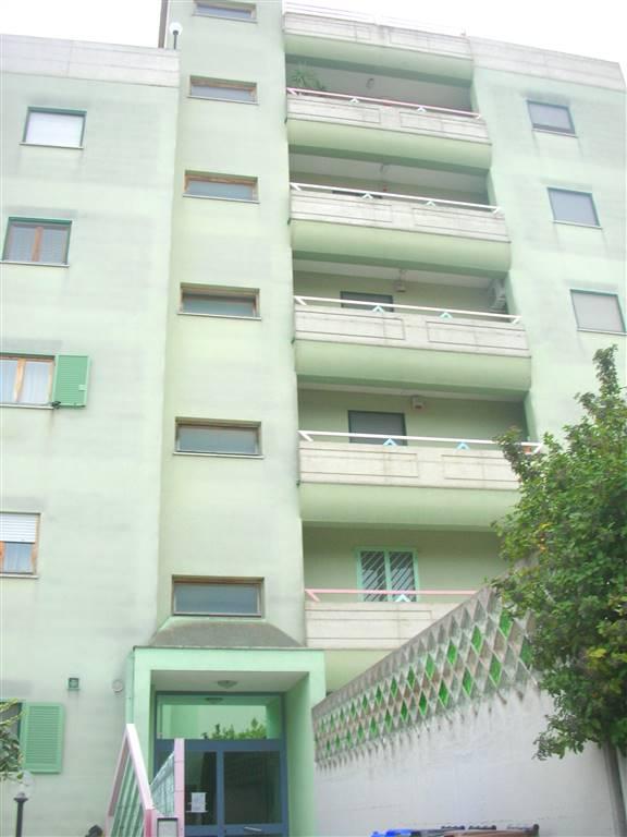 Appartamento in vendita a Canosa di Puglia, 5 locali, prezzo € 139.000   CambioCasa.it