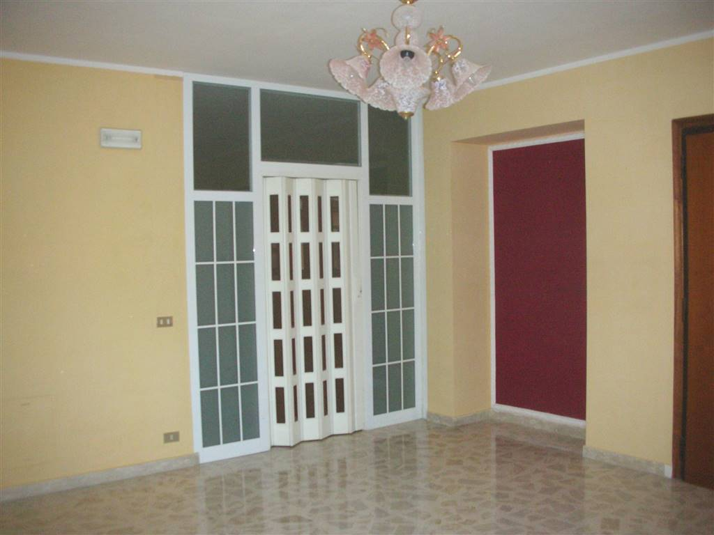 Appartamento in vendita a Canosa di Puglia, 5 locali, prezzo € 115.000   CambioCasa.it
