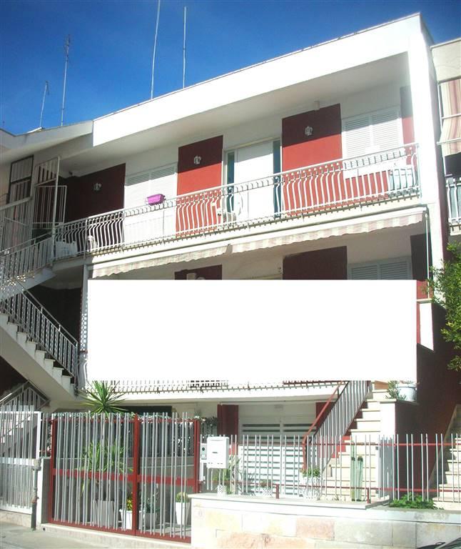 Appartamento in vendita a Canosa di Puglia, 3 locali, prezzo € 165.000   CambioCasa.it