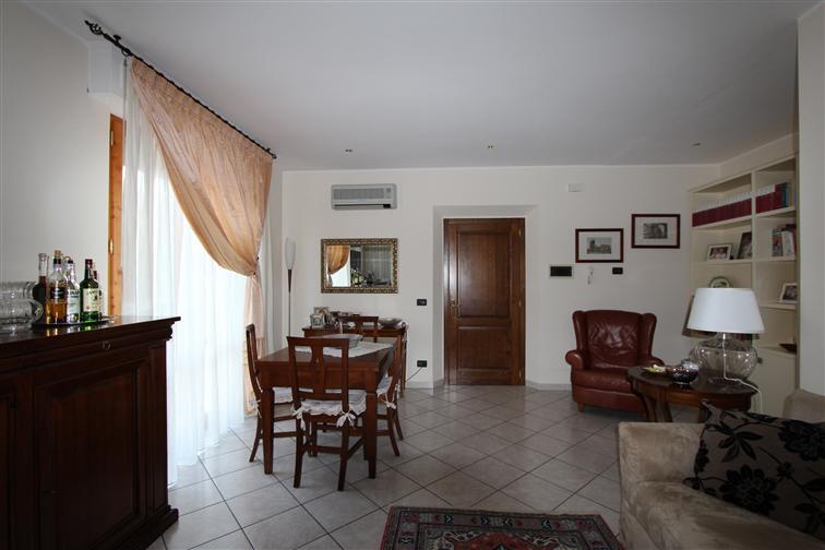Soluzione Indipendente in vendita a Montepulciano, 6 locali, zona Zona: Montepulciano Stazione, prezzo € 210.000   Cambio Casa.it